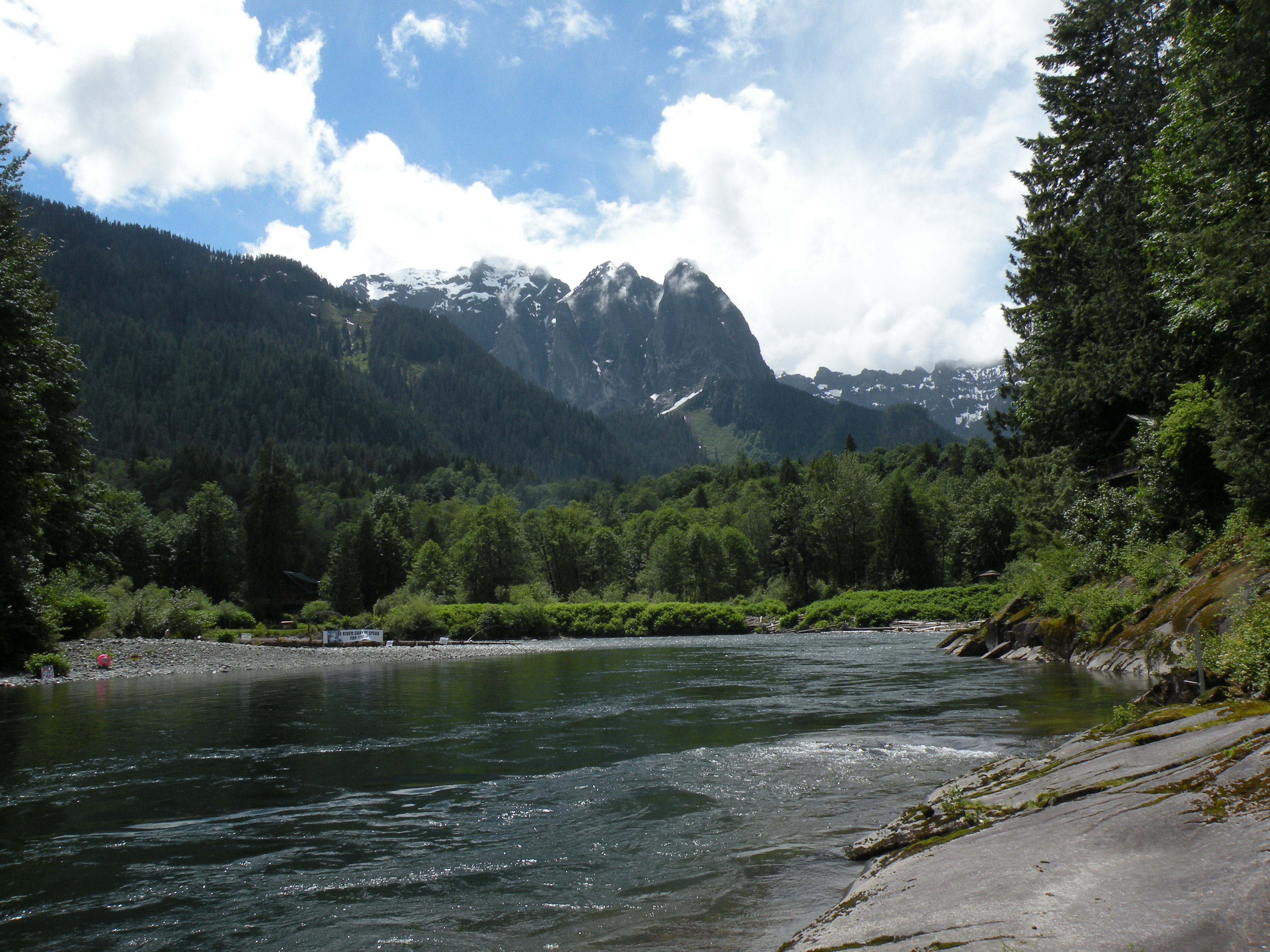Snohomish County PUD wants to install a small, inflatable dam at this bend on the south fork of the Skykomish River.Bellamy Pailthorp / KPLU News
