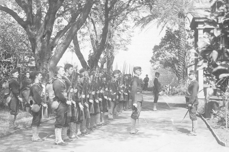 Photo: Bluejackets of the USS Boston occupying Arlington Hotel grounds during overthrow of Queen Liliuokalani, the last monarch of the Kingdom of Hawaii, January 1893. (Hawaii State Archives: PP-36-3-002)
