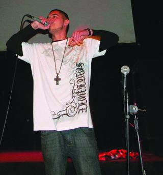 rapper-preforming