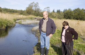 Rep. Rick Larsen and Skagit County Commissioner Sharon Dillon watch juvenile fish swim in a new channel of Hansen Creek, in Upper Skagit in 2010. Photo: Northwest Indian Fisheries Commission
