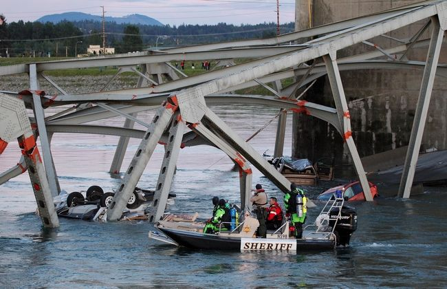 Jennifer Buchanan / The HeraldRescuers work in the water after the Interstate 5 bridge collapsed over the Skagit River in Mount Vernon on Thursday.