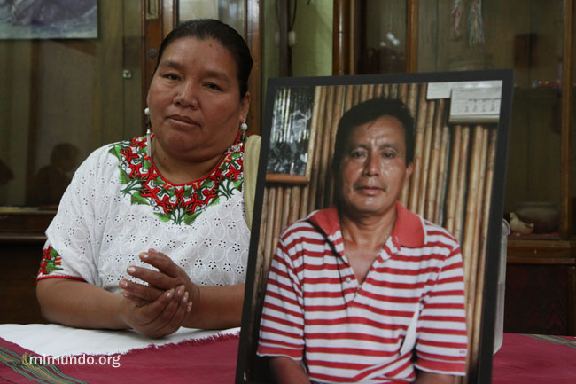 Angelica Choc, Adolfo Ich Chaman's widow, announcing one of three lawsuits against HudBay Minerals, Inc. (2010) Photo: James Rodriguez/mimundo.org