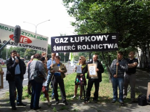 """Villagers from Zurawlow protesting in Warsaw. The banner says """"Shale gas = the death of farming"""". Photo: Claudia Ciobanu/IPS."""