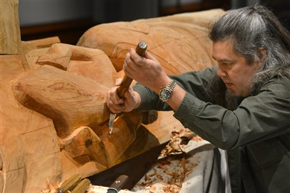 Darrell Sapp/Post-GazetteTommy Joseph, a member of the Tlingit people of southeast Alaska, uses a reverse bent knife to carve a 16-foot totem pole that will be permanently installed at the Carnegie Museum of Natural History.