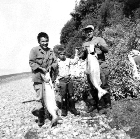 Fishing Kings Lawrence Jones, Penny Jones, and Stan Jones, Spee-Bi-Dah c.1950s. Courtesy of Stan and JoAnn Jones.