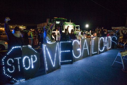 Megaloads protest at Port of Umatilla Dec 2013.Photo source: Warrior Publications
