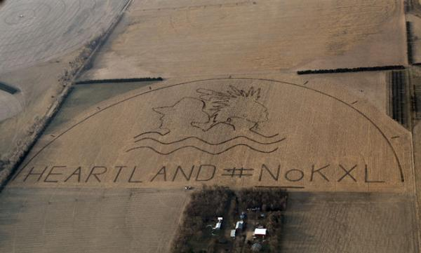 Lou Dematteis/Spectral Q, via Bold NebraskaThe crop art image with HEARTLAND #NoKXL protests the proposed Keystone XL pipeline on a corn field outside of Neligh, Nebraska