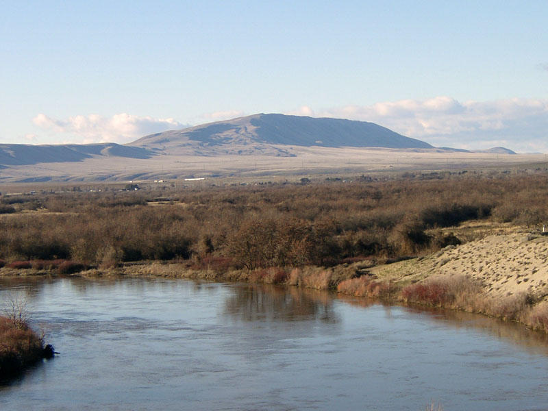 Rattlesnake Mountain as seen from the Horn Rapids area near Richland, Washington.Umptanum Wikimedia