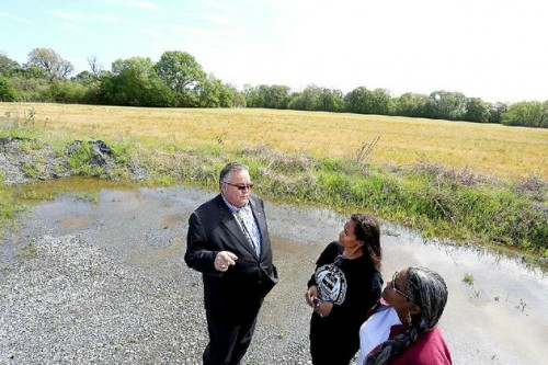PHOTO BY RICK MCFARLANDArkansas Democrat-Gazette/RICK MCFARLAND --04/14/15-- John Berrey, chairman Quapaw tribe, with Tamela Tenpenny-Lewis (center) and Carla Coleman, both with Preservation of African-American Cemetaries, near the 160 acres that the Quapaw tribe owns on Thibault Rd. in Pulaski County Tuesday. A Quapaw burial site also contains graves of slaves.